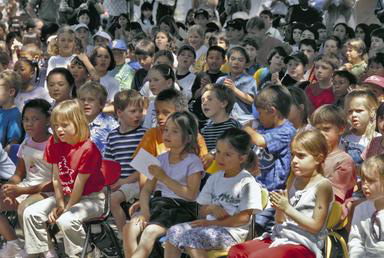 children, audience, Berkeley, California, students, watching, 0_ NEW IMAGES _0